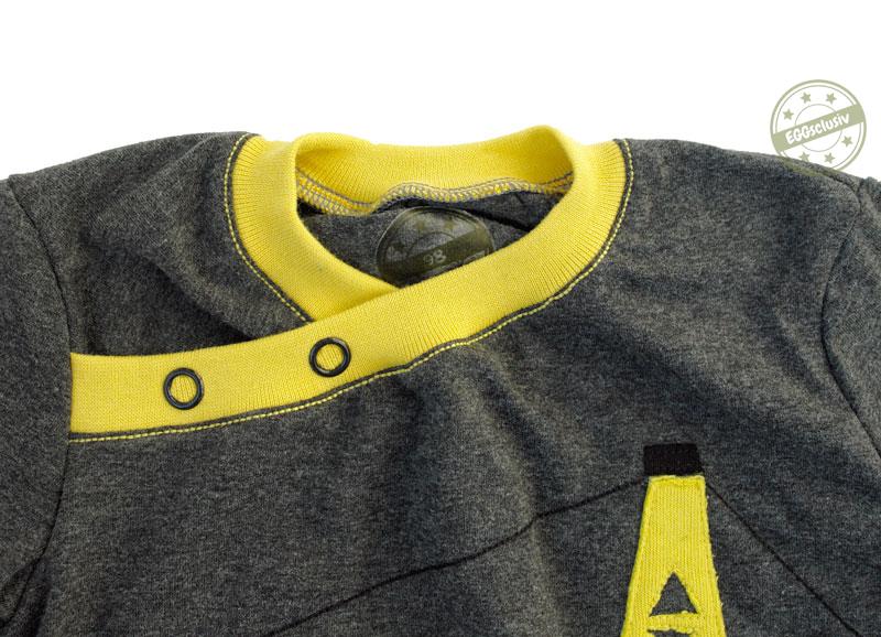 EGGsclusiv: Longsleeve - Mamasliebchen nähen als Geburtstagsshirt mit Kran Applikation, Detail Halsausschnitt