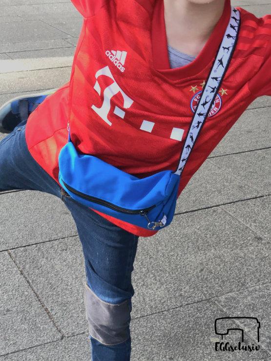EGGsclusiv: #machdeinding2019 Bauchtasche - Cherrypicking Freebook nähen für Kinder mit Fußball