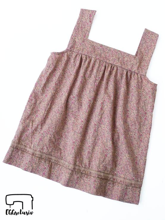 EGGsclusiv: Upcycling Mädesüß Damen von Firlefanz aus einem alten Kleid, Flatlay
