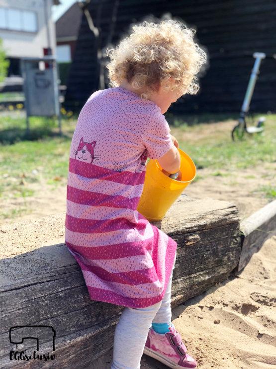 Quatschkopf Kleid - MamaMotz Schnittmuster Freebook nähen aus Tigerkatze (Himbeere) von Lillestoff