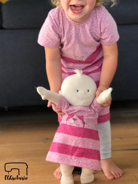 Quatschkopf Kleid - MamaMotz Schnittmuster Freebook nähen aus Tigerkatze (Himbeere) von Lillestoff, Puppenkleid Ballontunika - Monalienchen