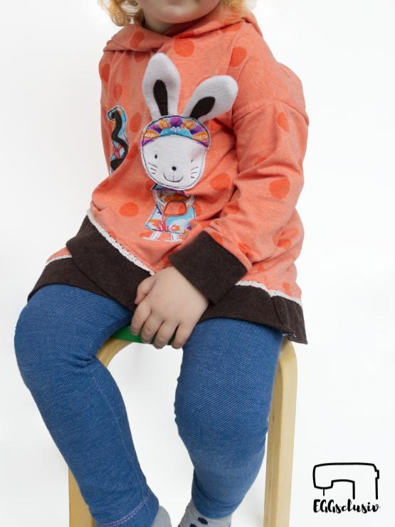 Geburtstagsshirt nähen für Kinder. Shabby Asymmetrie Hoodie von Mitosa Kreativ Design mit Applikation Hasenmädchen von Farbenmix